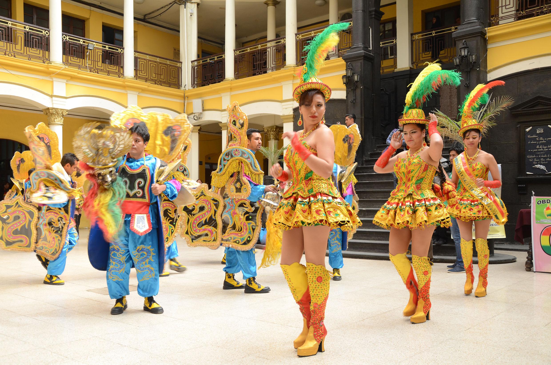 Resultado de imagen para Carnaval Sorprende 2018 en bolivia