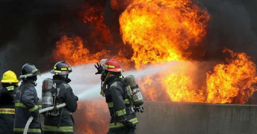 [Imagen: incendio-bomberos-llamas-1674300.jpg]