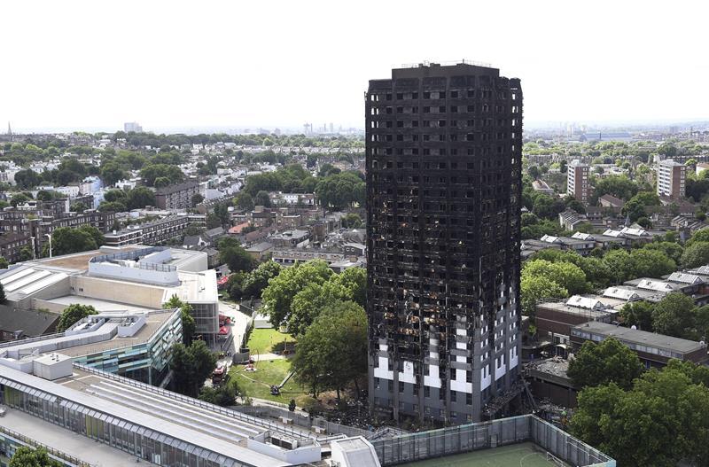 aumentan a los muertos del edificio incendiado en londres