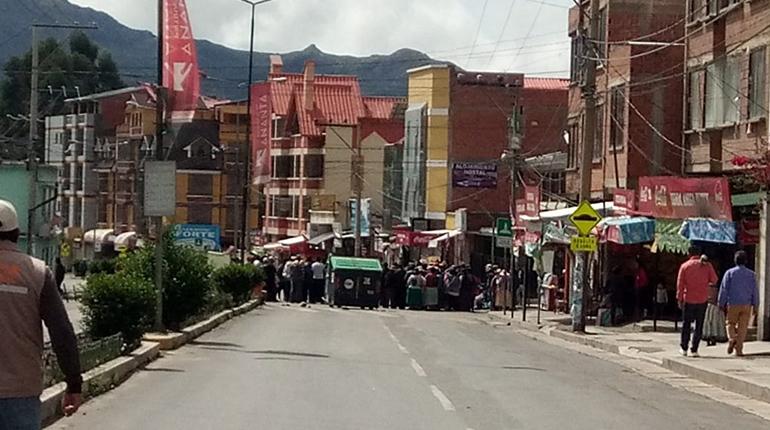 Bloqueos en la localidad Río Abajo en La Paz persisten por tres días, vecinos piden ayuda - Los Tiempos