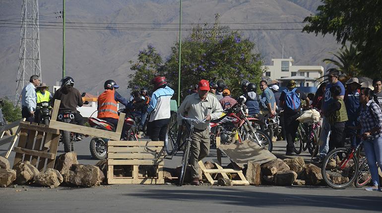 Bloqueos persisten en carreteras de Cochabamba, La Paz y Santa Cruz - Los Tiempos