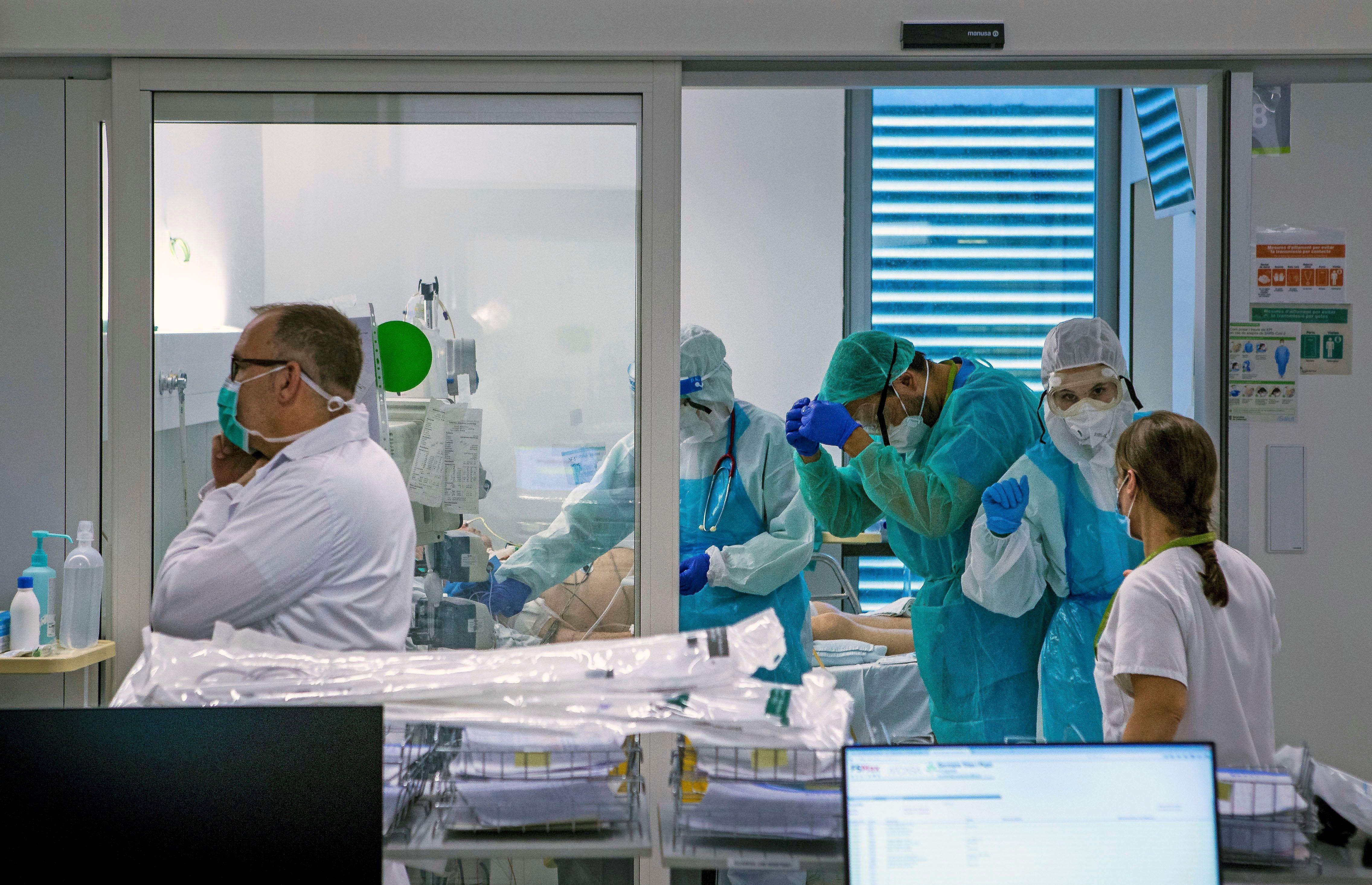 España bate récord de casos diarios de Covid-19, casi 39.000