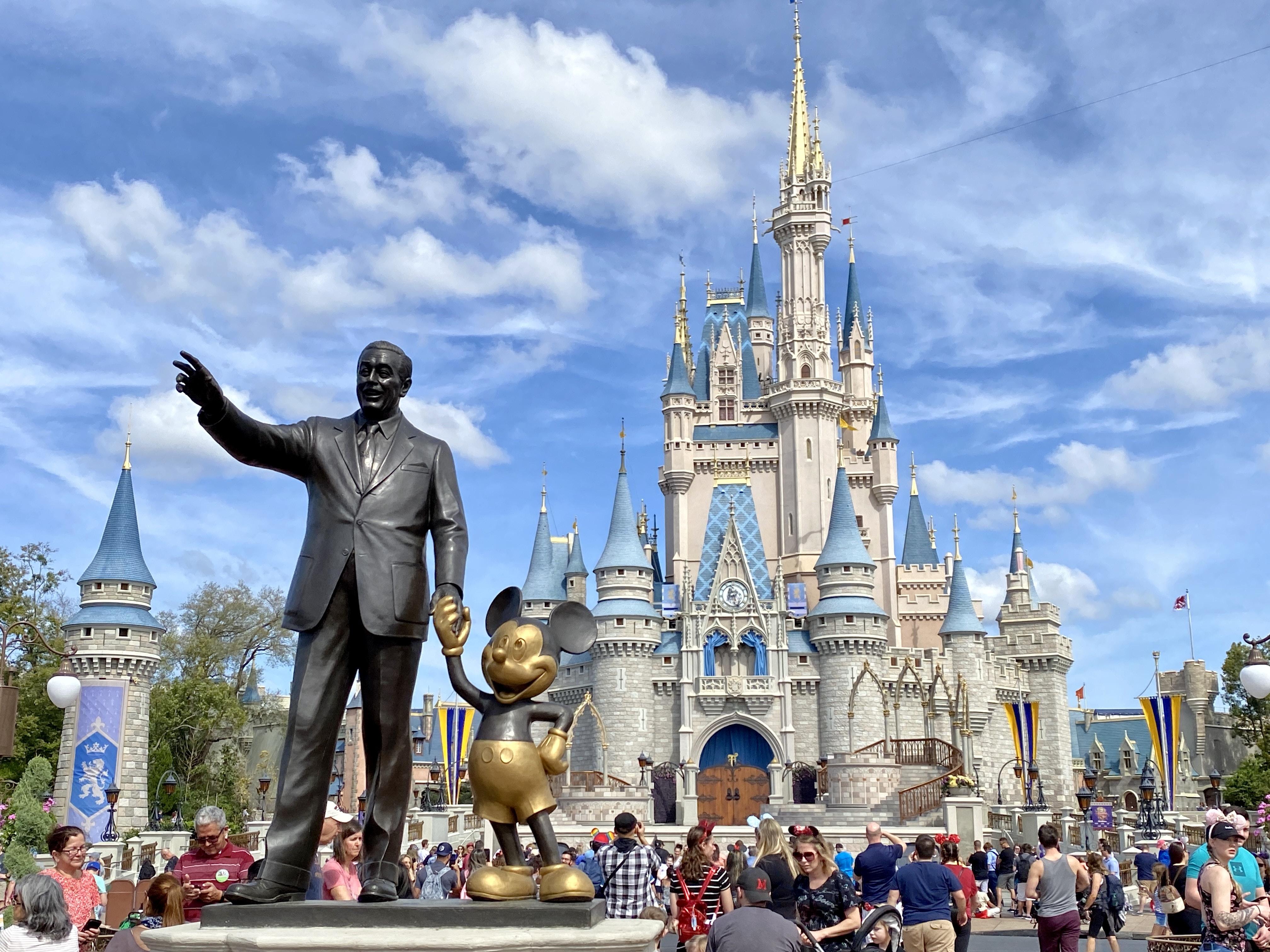 Disney despedirá a 28.000 empleados mientras la pandemia golpea sus parques  temáticos