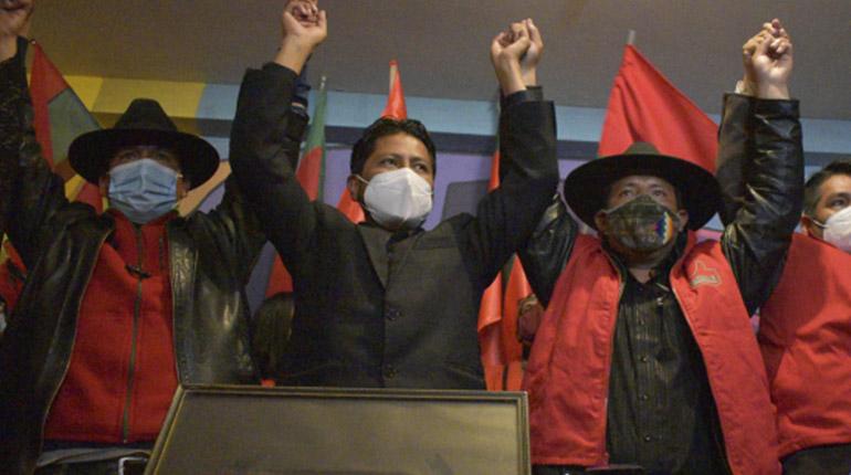 Santos Quispe reta a debatir a Evo Morales: