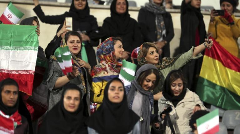 Fallece la aficionada iraní que se quemó a lo bonzo como protesta
