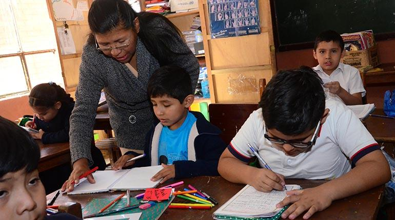 Cuanto gana un profesor en Bolivia