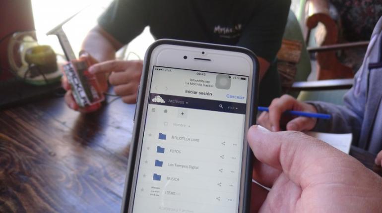 La Mochila Hacker, una puerta a la conectividad sin internet | Los Tiempos