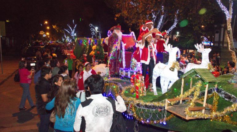 Fotos Carrozas Navidenas.Colorido Desfile Navideno En Cochabamba Los Tiempos
