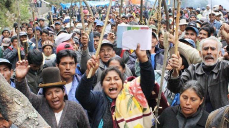No hay diálogo y el bloqueo de Yungas se torna violento | Los Tiempos