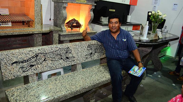 Gramatec propone bancas de granito para las plazas los for Empresas de granito