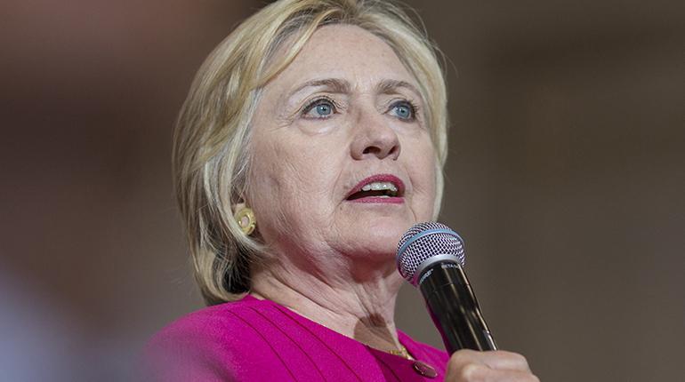 Clinton exige a Trump que se disculpe por poner en duda dónde nació ...