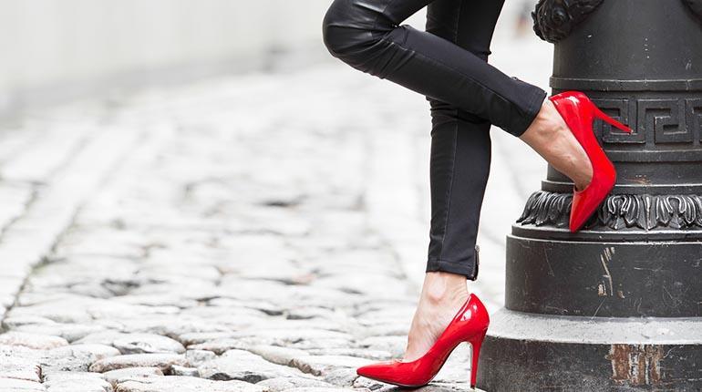 1780e251 ¿Por qué las mujeres utilizan los tacones, es una imposición social o lo  hacemos por placer? Los expertos coinciden en que el uso abusivo es  perjudicial ...