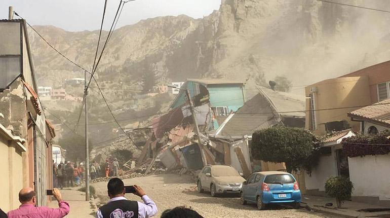 Derrumbe del cerro de auquisama a en la paz sepulta al for Casas minimalistas la paz bolivia