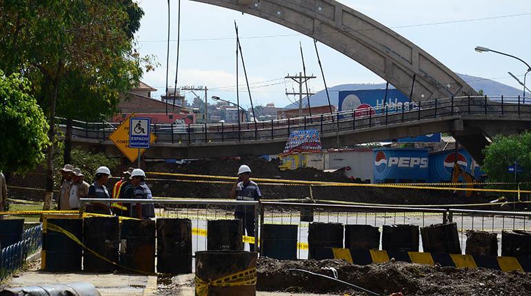 El puente colapsado en la av. Independencia y 6 de Agosto, el pasado 22 octubre de 2015. | Carlos López