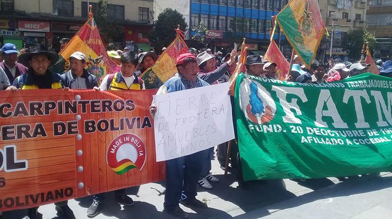 a marcha de los carpinteros en La Paz, ayer. | Armin Copa