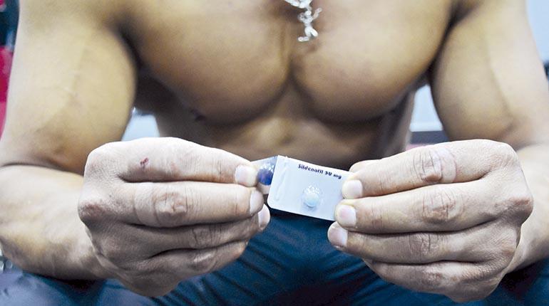 vergonzosas fotos de erección masculina