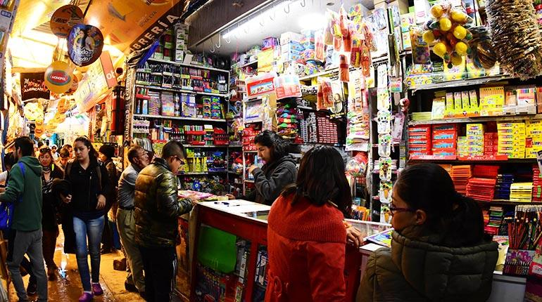 Material escolar chino inunda mercados y pone en desventaja a la producción nacional