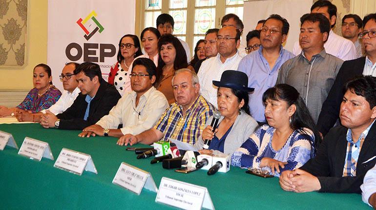 TSE adelanta 7 días las elecciones y surgen críticas por sumisión al MAS