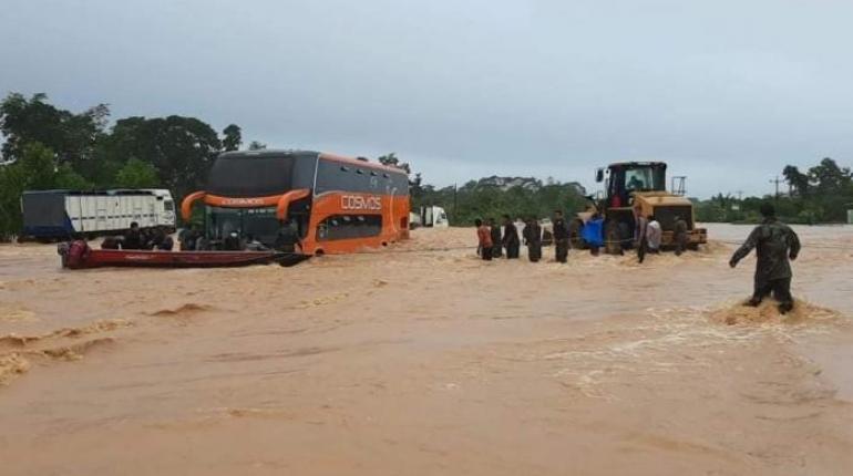 Desborde de ríos en el trópico afecta cultivos agrícolas y suspenden viajes  a Santa Cruz | Los Tiempos