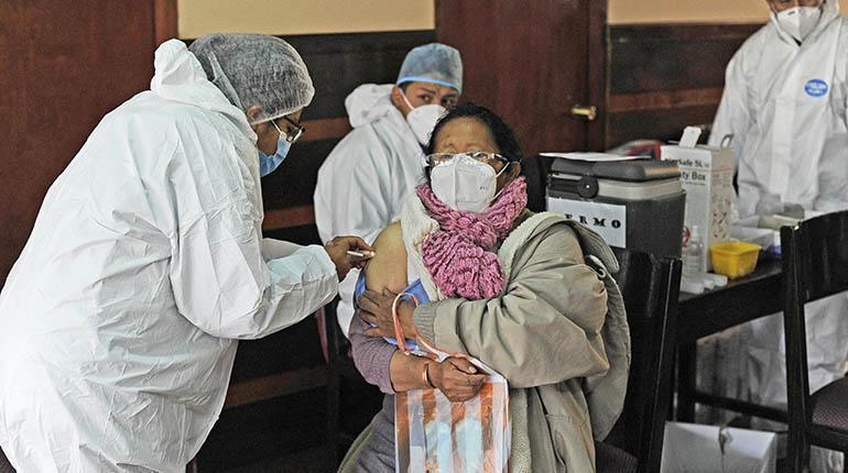 Dos ciudades pedirán carnet de vacuna para trámites y eventos | Los Tiempos