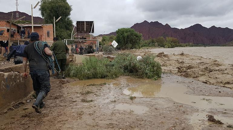 Presidente de Bolivia recorre zonas afectadas por inundaciones